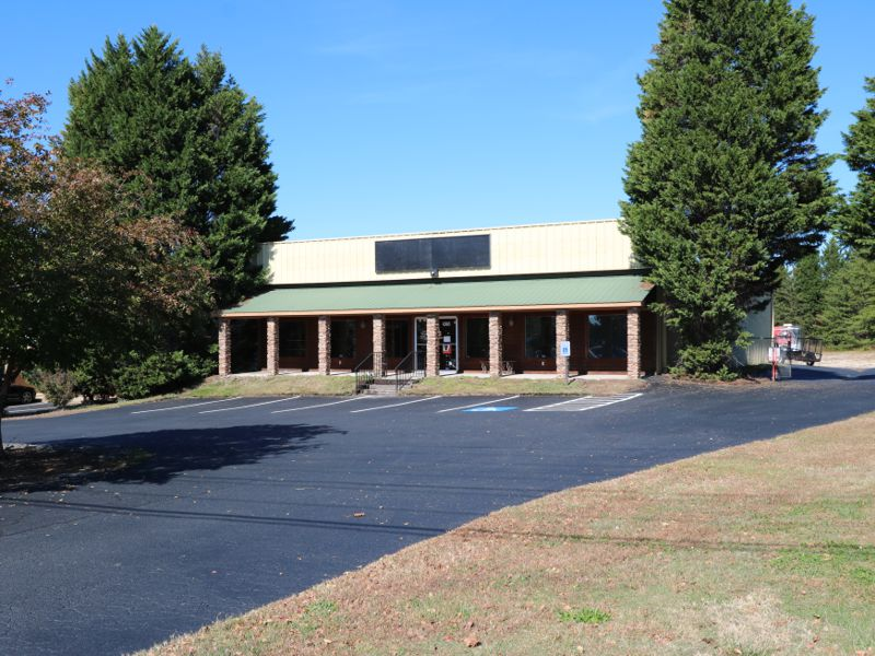 D&L Parts Company leases building in Taylors