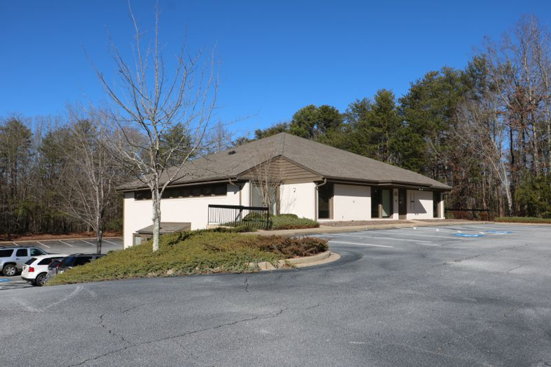 9,982+- sf office building in Greer sold