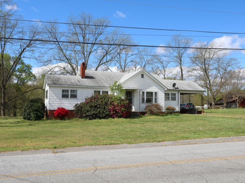 House with 6+- acres sold on Poplar Drive in Greer